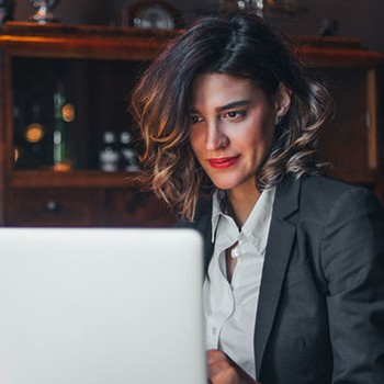 woman studying online mooc course